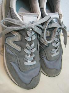 ニューバランス踵破れリペア スニーカーリペア 東京目黒武蔵小山靴修理ロンゴロンゴ