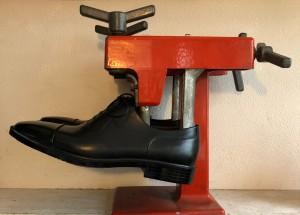 靴伸ばす ストレッチ 目黒 武蔵小山 修理屋ロンゴロンゴ
